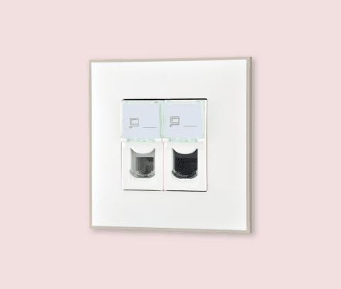 Utičnica telefonsko-računarska boje belog satena za uređenje stana. Detalj koji oplemenju prostor!