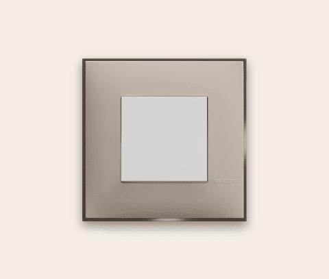 Prekidač boje krem satena za uređenje stana. Detalj koji oplemenju prostor!