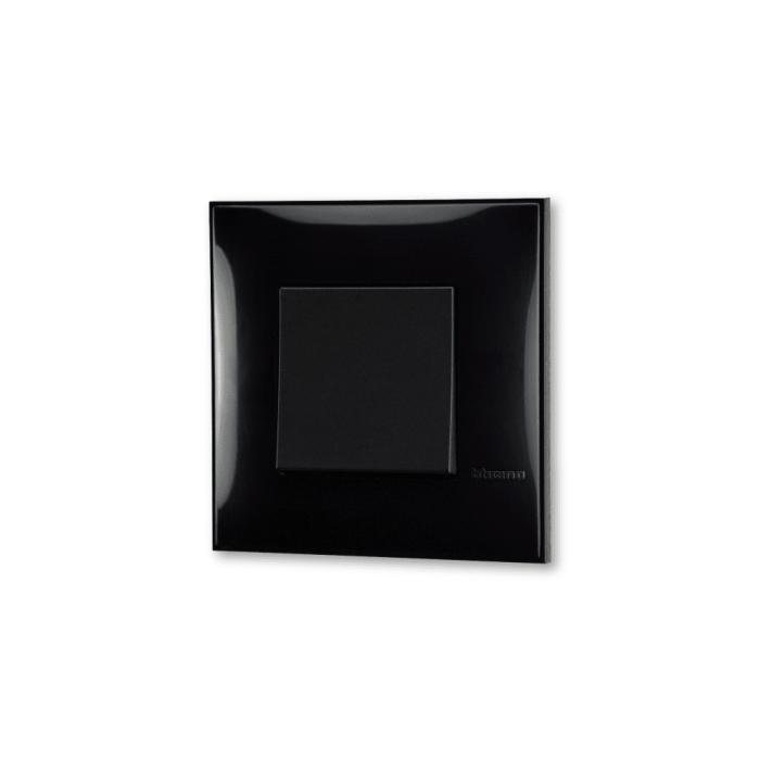 Prekidac crne boje za uređenje stana. Detalj koji oplemenju prostor!
