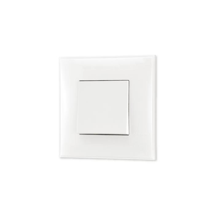 Prekidac bele boje za uređenje stana. Detalj koji oplemenju prostor!