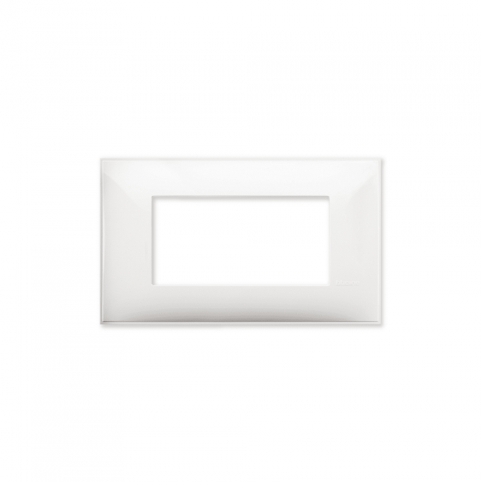 Prekidaci i uticnice vrhunskog dizajna i izgleda. Elegantni dekorativni ram (maska), bele boje, veličine četiri modula 4M, za modularno formiranje prekidača i utičnica kolekcije Classia proizvođača Bticino Italija.