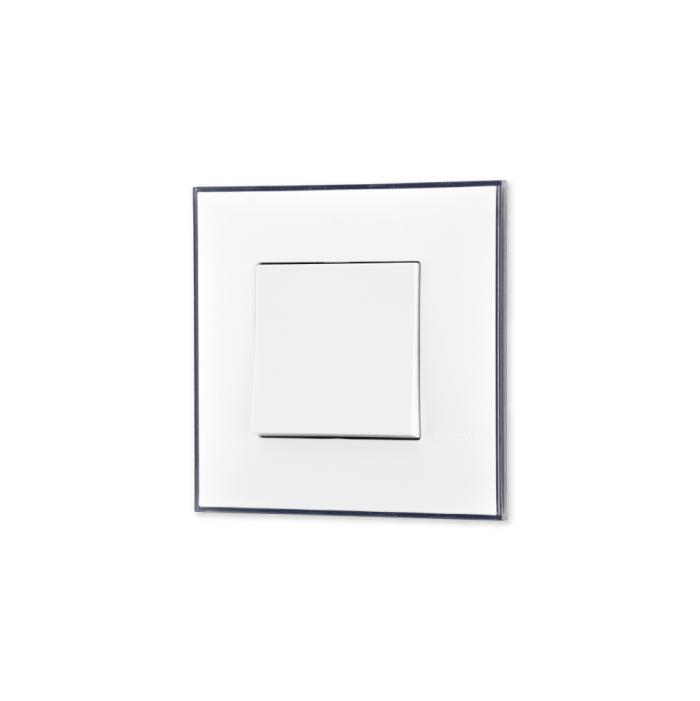 Prekidac u led boji sa toniranim okvirom u boji satena i sa mehanizmo u beloj boji za uređenje stana. Detalj koji oplemenju prostor!