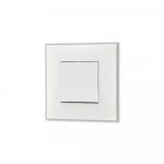 Prekidac u beloj boji sa toniranim okvirom u boji satena i sa mehanizmo u beloj boji za uređenje stana. Detalj koji oplemenju prostor!