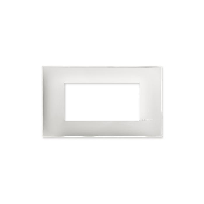 Prekidaci i uticnice vrhunskog dizajna i izgleda. Elegantni dekorativni ram (maska) u beloj boji, sa toniranim okvirom u boji led satena, veličine četiri modula 4M, za modularno formiranje prekidača i utičnica kolekcije Classia proizvođača Bticino Italija.